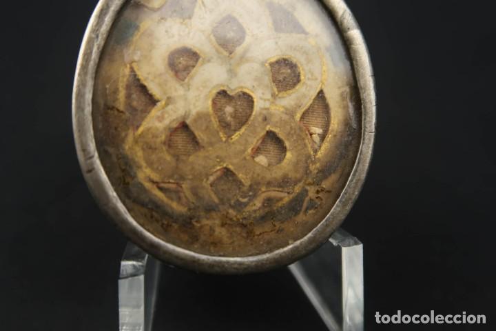 Antigüedades: Antiguo Relicario de Plata con varias Reliquias de Santos Siglo XVIII - Foto 7 - 193957743