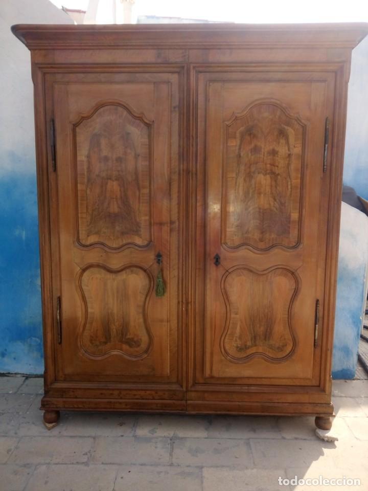 Antigüedades: antiguo armario de cerezo silvestre 2 piezas ensamblado con cuñas de madera,estilo suizo.siglo xix - Foto 2 - 193967007
