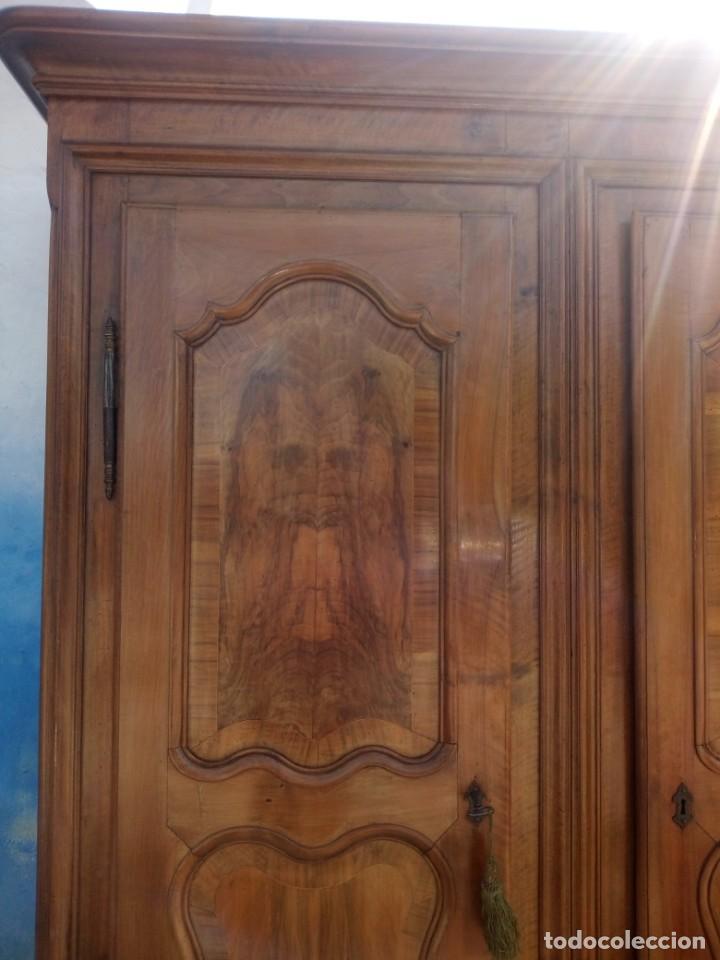 Antigüedades: antiguo armario de cerezo silvestre 2 piezas ensamblado con cuñas de madera,estilo suizo.siglo xix - Foto 3 - 193967007