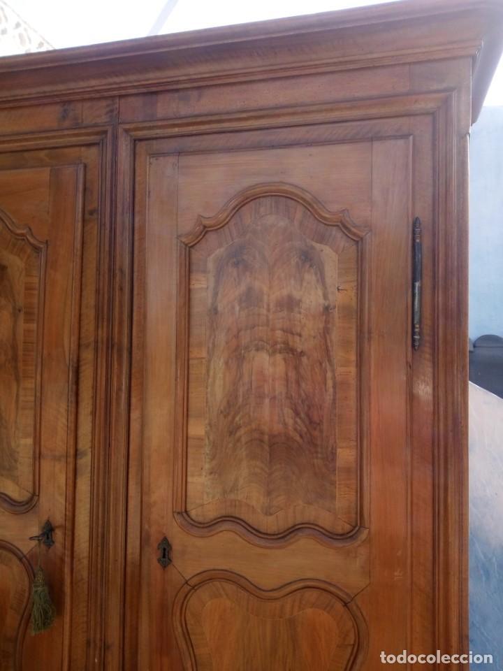Antigüedades: antiguo armario de cerezo silvestre 2 piezas ensamblado con cuñas de madera,estilo suizo.siglo xix - Foto 4 - 193967007