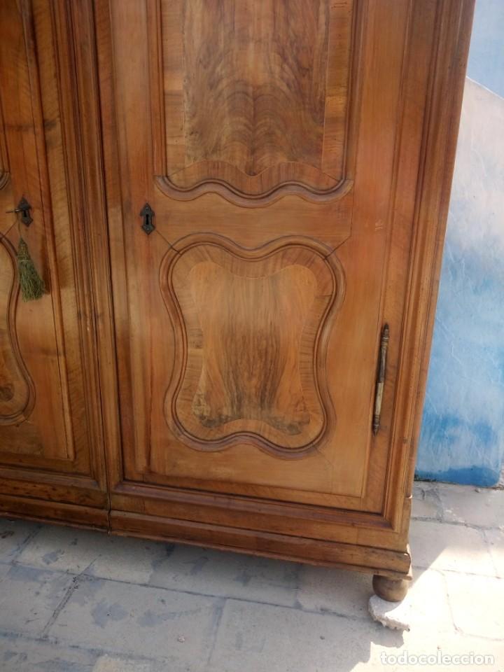 Antigüedades: antiguo armario de cerezo silvestre 2 piezas ensamblado con cuñas de madera,estilo suizo.siglo xix - Foto 5 - 193967007