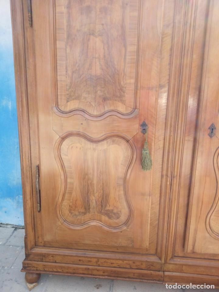 Antigüedades: antiguo armario de cerezo silvestre 2 piezas ensamblado con cuñas de madera,estilo suizo.siglo xix - Foto 6 - 193967007