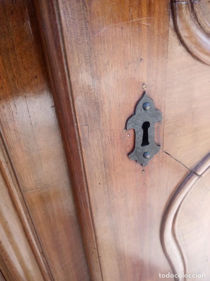 Antigüedades: antiguo armario de cerezo silvestre 2 piezas ensamblado con cuñas de madera,estilo suizo.siglo xix - Foto 26 - 193967007