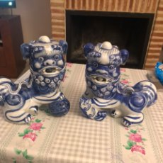 Antigüedades: LOTE DE 2 LEONES CHINOS EN PORCELANA VIDRIADA MAGNÍFICOS. Lote 212712953