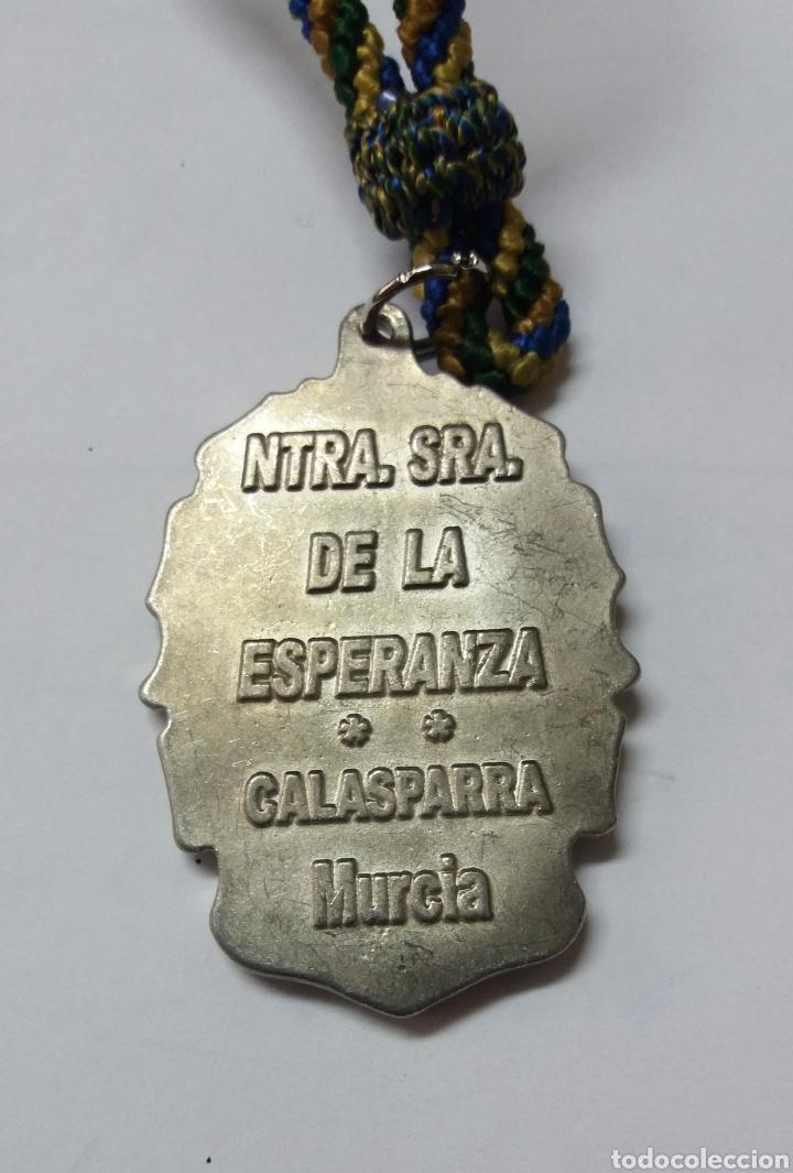 Antigüedades: MEDALLA NUESTRA SRA DE LA ESPERANZA, CALASPARRA MURCIA - Foto 3 - 193997673