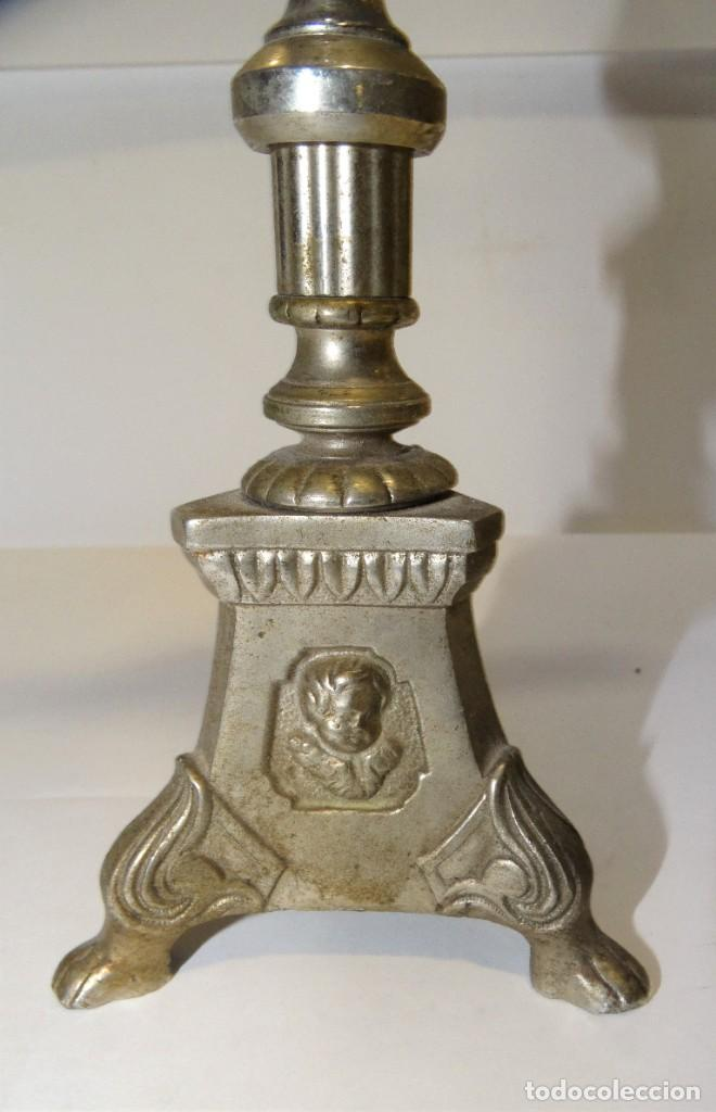 Antigüedades: CRUZ CON CRISTO DE MESA PLATEADA DE ORFEBRERÍA. BASE CON TRES PATAS. - Foto 3 - 194000670