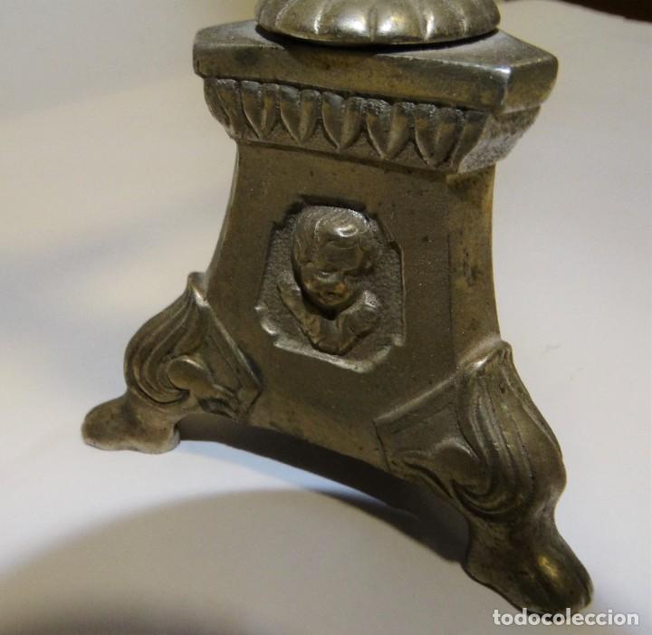 Antigüedades: CRUZ CON CRISTO DE MESA PLATEADA DE ORFEBRERÍA. BASE CON TRES PATAS. - Foto 6 - 194000670