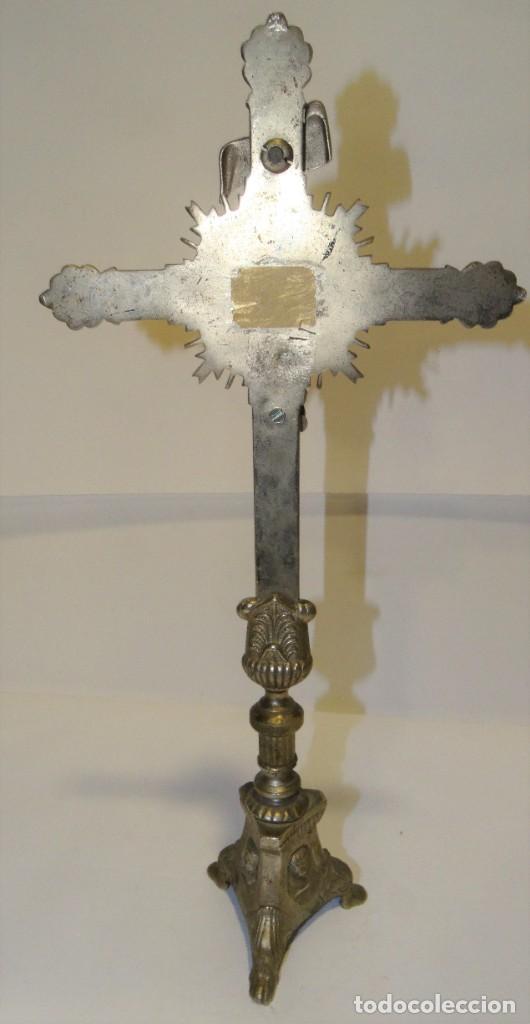 Antigüedades: CRUZ CON CRISTO DE MESA PLATEADA DE ORFEBRERÍA. BASE CON TRES PATAS. - Foto 8 - 194000670