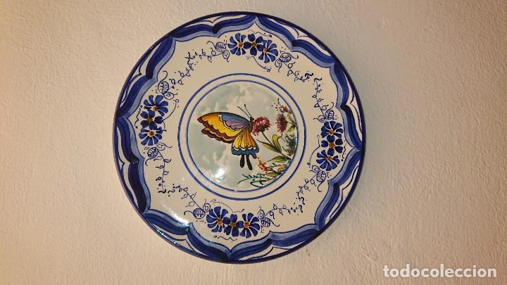 PLATO MARIPOSA (Antigüedades - Porcelanas y Cerámicas - Talavera)