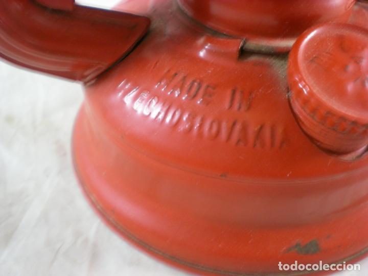 Antigüedades: Quinque Meva 863 Rojo - Sin Uso - Checoslovaquia - Farol - Lampara - Foto 6 - 194006300