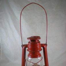 Antigüedades: QUINQUE MEVA 863 ROJO - SIN USO - CHECOSLOVAQUIA - FAROL - LAMPARA. Lote 194006300