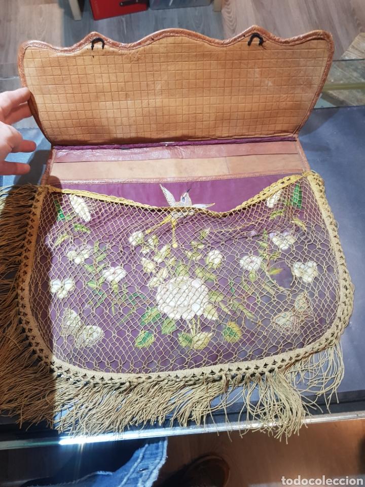 Antigüedades: Alforja o bandolera piel bordados de seda tipo arte pastoril tipo romería Muy antigua. - Foto 2 - 194007748
