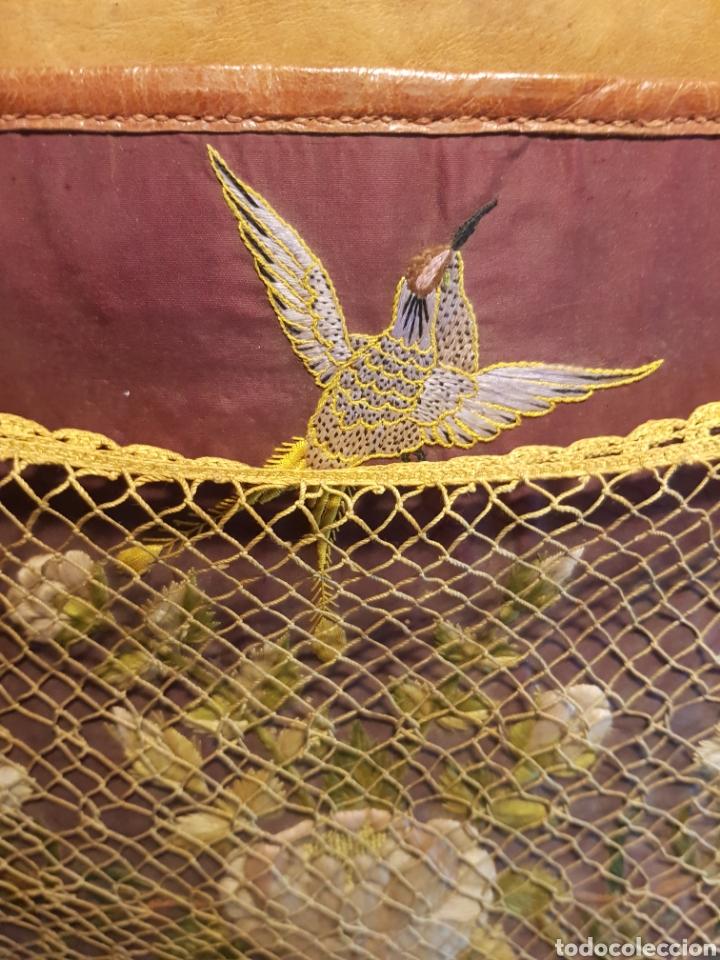 Antigüedades: Alforja o bandolera piel bordados de seda tipo arte pastoril tipo romería Muy antigua. - Foto 3 - 194007748