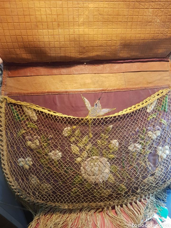Antigüedades: Alforja o bandolera piel bordados de seda tipo arte pastoril tipo romería Muy antigua. - Foto 4 - 194007748