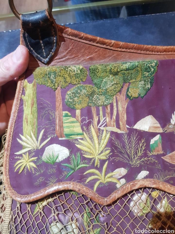 Antigüedades: Alforja o bandolera piel bordados de seda tipo arte pastoril tipo romería Muy antigua. - Foto 6 - 194007748