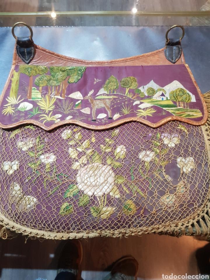 Antigüedades: Alforja o bandolera piel bordados de seda tipo arte pastoril tipo romería Muy antigua. - Foto 7 - 194007748