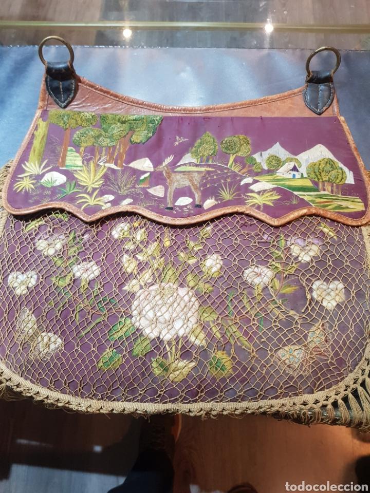 Antigüedades: Alforja o bandolera piel bordados de seda tipo arte pastoril tipo romería Muy antigua. - Foto 9 - 194007748