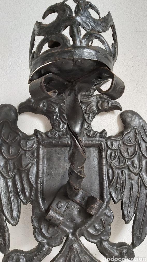 Antigüedades: ANTIGUOS APLIQUES DE CHAPA REPUJADA. ÁGUILA BICÉFALA. CORONA. CANDELABROS - Foto 6 - 194010715