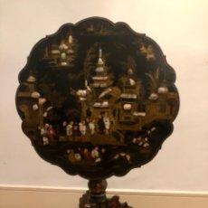 Antigüedades: PRECIOSO VELADOR CHINOISERIE ABATIBLE. Lote 194067408