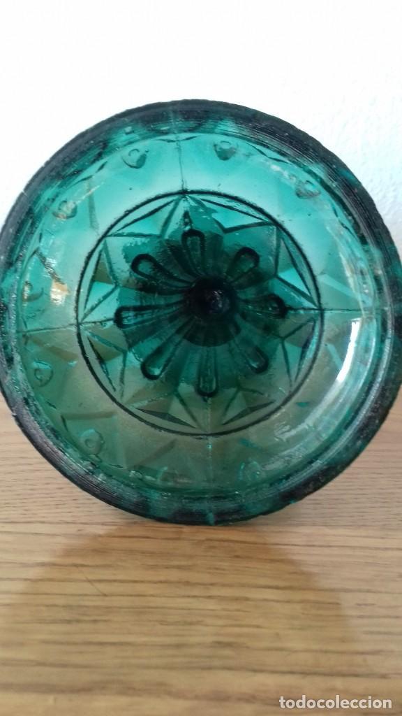 Antigüedades: Quinqué tallado en vidrio color verde. 27 cms alto - Foto 2 - 194071047