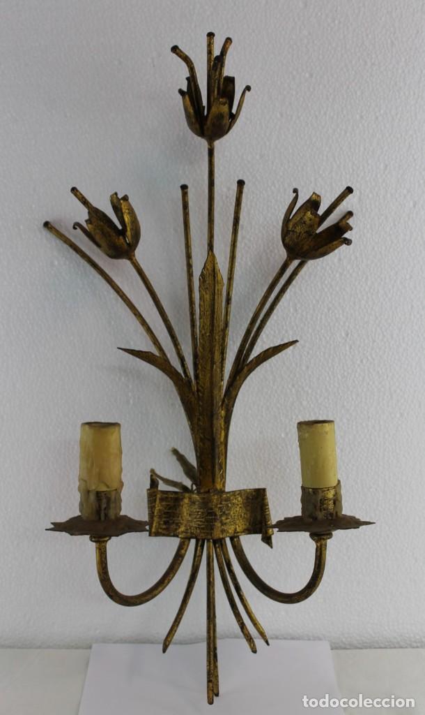 LÁMPARA APLIQUE DE PARED EN METAL DORADO CON TULIPANES DE PRINCIPIOS DEL SIGLO XX (Antigüedades - Iluminación - Apliques Antiguos)