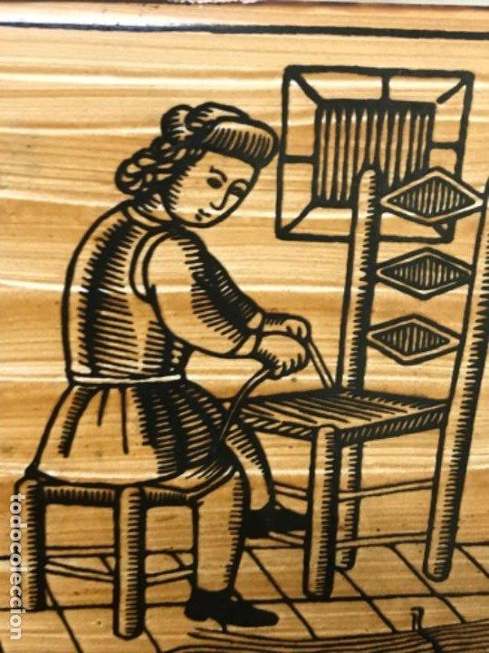 Antigüedades: Antiguo azulejo cedolesa oficio silleria mimbre pintado relieve con marco estaño ceramica valencia - Foto 6 - 194074183