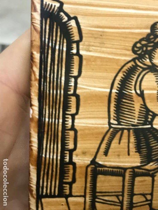 Antigüedades: Antiguo azulejo cedolesa oficio silleria mimbre pintado relieve con marco estaño ceramica valencia - Foto 7 - 194074183