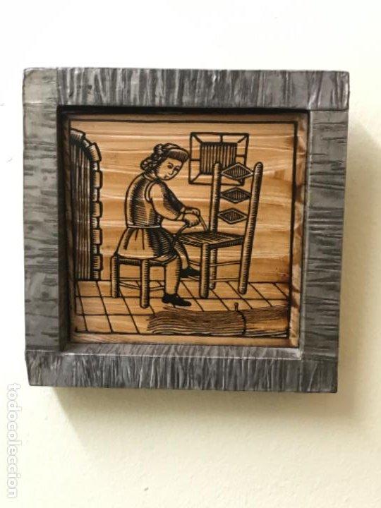 Antigüedades: Antiguo azulejo cedolesa oficio silleria mimbre pintado relieve con marco estaño ceramica valencia - Foto 11 - 194074183