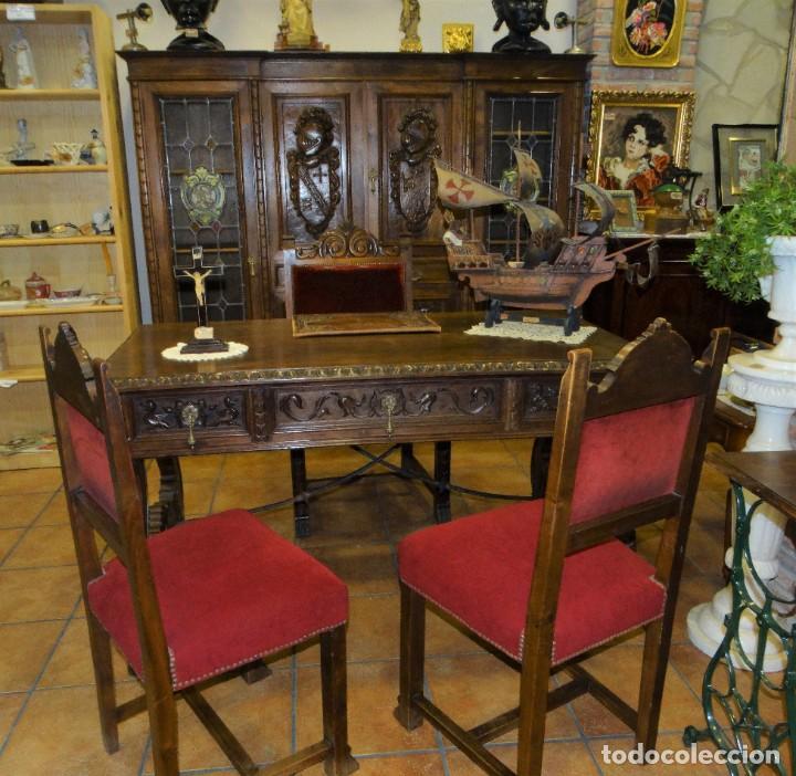 DESPACHO ANTIGUO DE NOGAL MACIZO CON TALLAS ESCUDOS LIBRERÍA, MESA,SILLÓN, 2 SILLAS . VIDRIERAS (Antigüedades - Muebles Antiguos - Escritorios Antiguos)