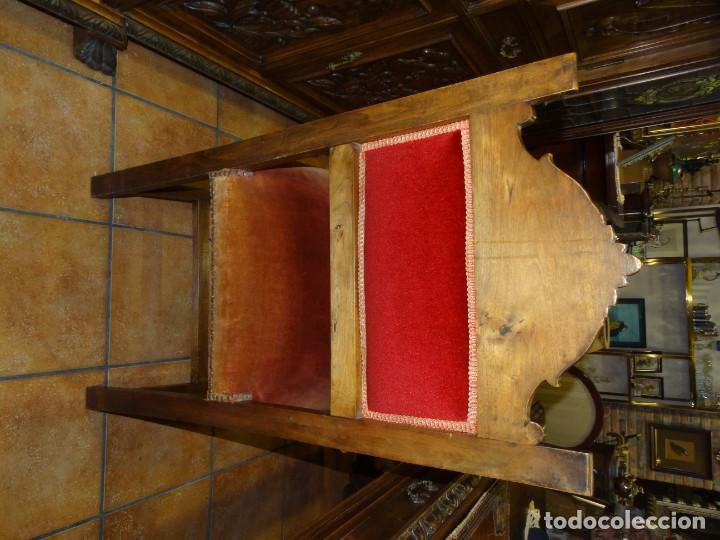 Antigüedades: DESPACHO ANTIGUO DE NOGAL MACIZO CON TALLAS ESCUDOS LIBRERÍA, MESA,SILLÓN, 2 SILLAS . VIDRIERAS - Foto 32 - 194075065