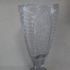 Antigüedades: JARRÓN DE CRISTAL ANTIGUO CON BASE DE PLATA 925. Lote 194092753