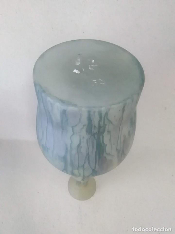 Antigüedades: Jarrón florero de cristal centro europeo - Foto 9 - 194093541