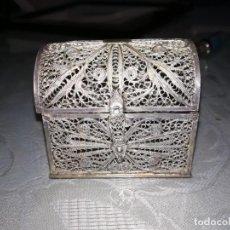 Antigüedades: PRECIOSO COFRE O JOYERO FILIGRANA CORDOBESA DE PLATA MIREN FOTOS . Lote 194093937