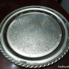 Antigüedades: BANDEJA PLATEADA REPUJADA. Lote 194108861