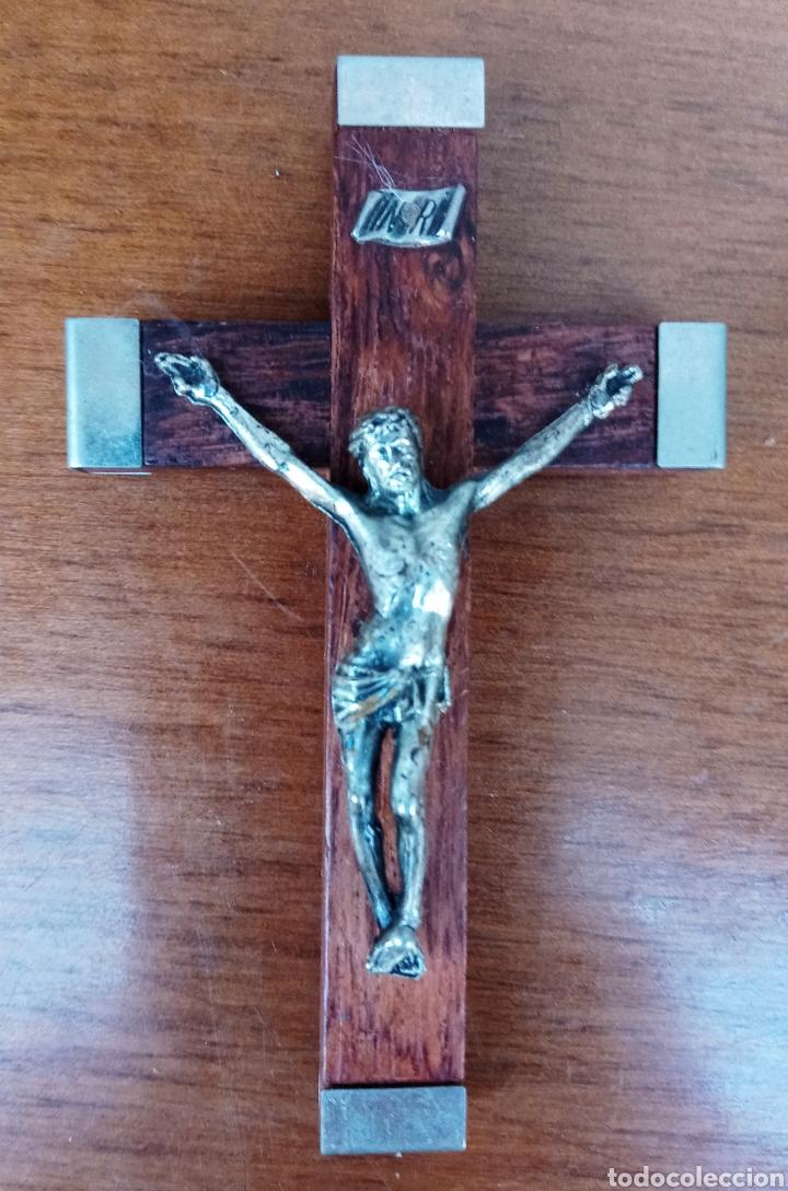 ANTIGUO CRUCIFIJO DE LOURDES - MADERA Y METAL PLATEADO - AÑOS 1960 (Antigüedades - Religiosas - Crucifijos Antiguos)