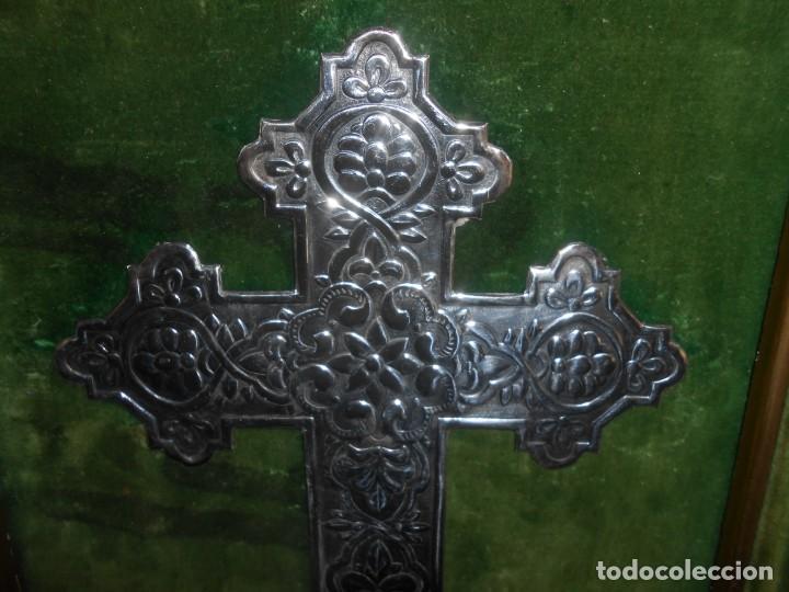 Antigüedades: CRUZ DE PLATA EN MARCO DE MADERA PAN DE ORO - Foto 2 - 194129381