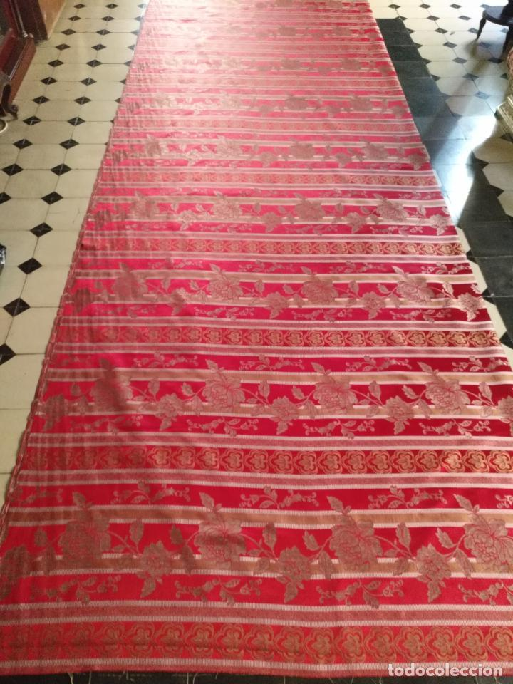 Antigüedades: BROCADO 3 METROS TELA IDEAL ROJO ORO MANTO SAYA VIRGEN FLORAL SEMANA SANTA O TRAJE FALLERA - Foto 4 - 254258755
