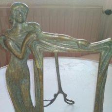 Antigüedades: PRECIOSO MARCO ART DECO DE BRONCE CON SILUETA DE MUJER. Lote 194144672