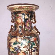 Antigüedades: ANTIGUO JARRÓN DE PORCELANA CON DIBUJOS ORIENTALES ORO. Lote 194152071