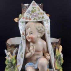 Antigüedades: FIGURA JARRÓN FLORERO. PORCELANA, PLAUE. ALEMANIA. SIGLO XIX.. Lote 194154108