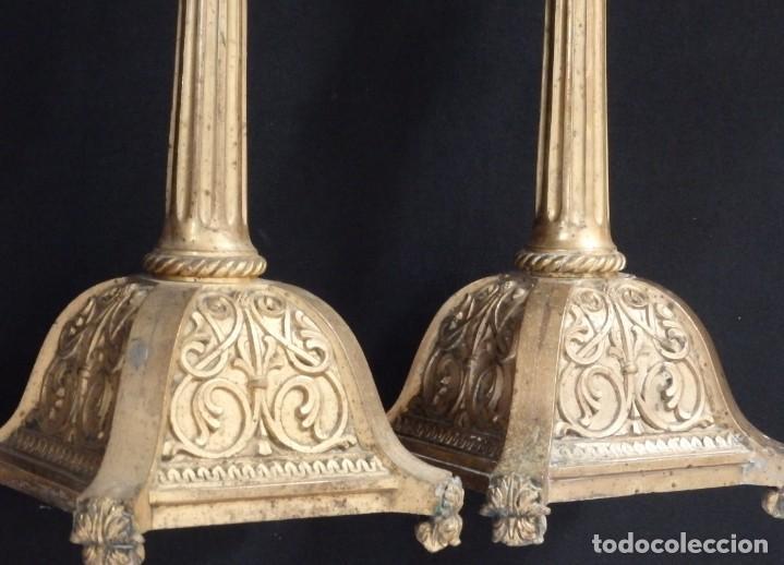 Antigüedades: Pareja de candeleros de estilo neogótico en bronce dorado. Siglo XIX. Miden 63 cm de altura. - Foto 5 - 194160005