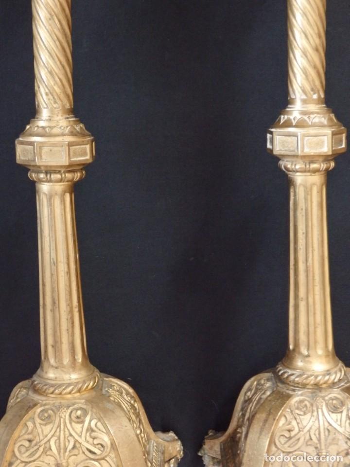 Antigüedades: Pareja de candeleros de estilo neogótico en bronce dorado. Siglo XIX. Miden 63 cm de altura. - Foto 7 - 194160005