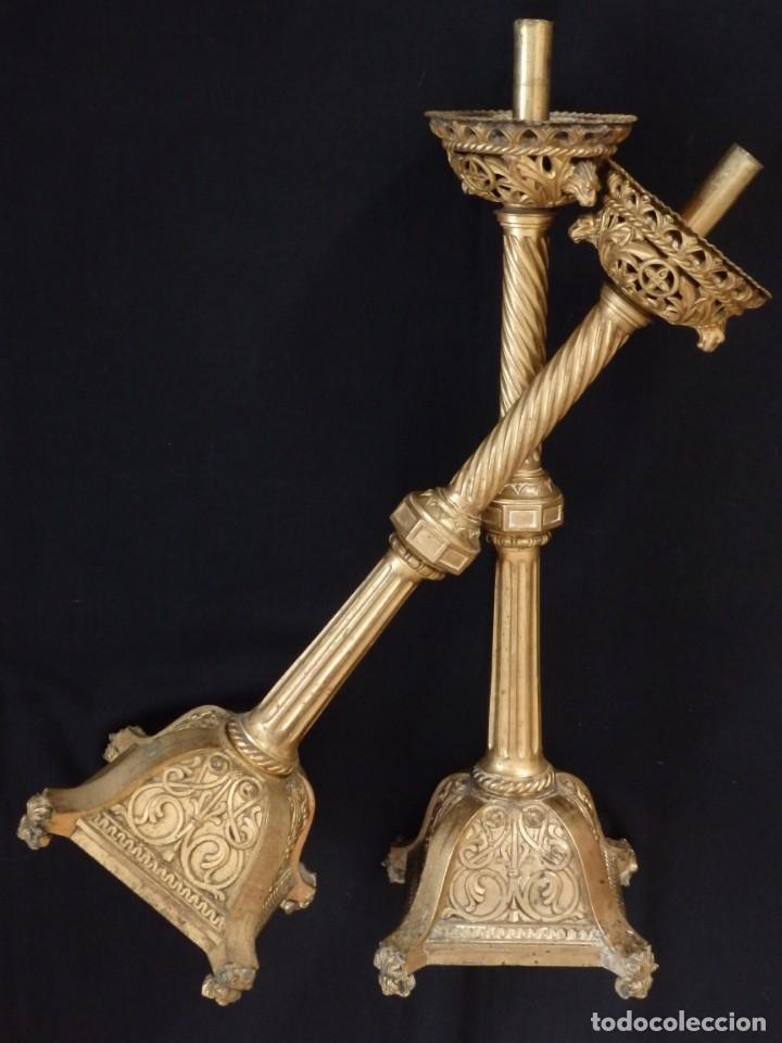 Antigüedades: Pareja de candeleros de estilo neogótico en bronce dorado. Siglo XIX. Miden 63 cm de altura. - Foto 13 - 194160005