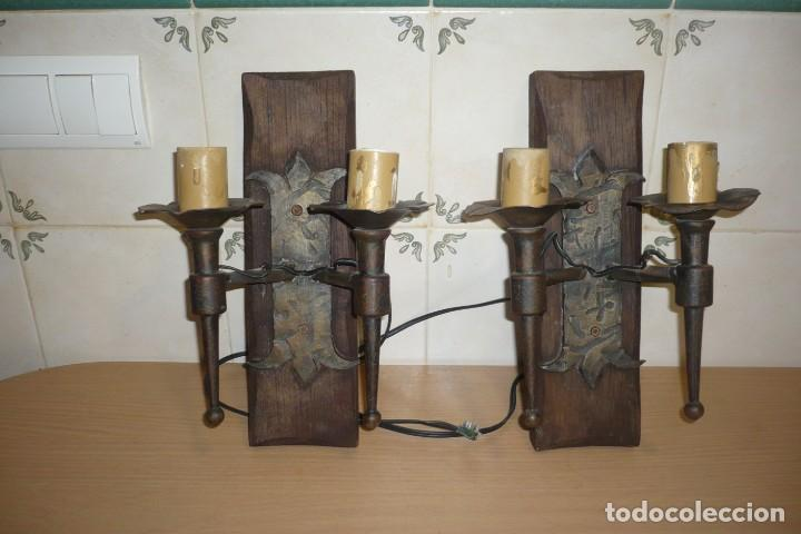 2 ANTIGUOS APLIQUES DE FORJA Y MADERA (Antigüedades - Iluminación - Apliques Antiguos)