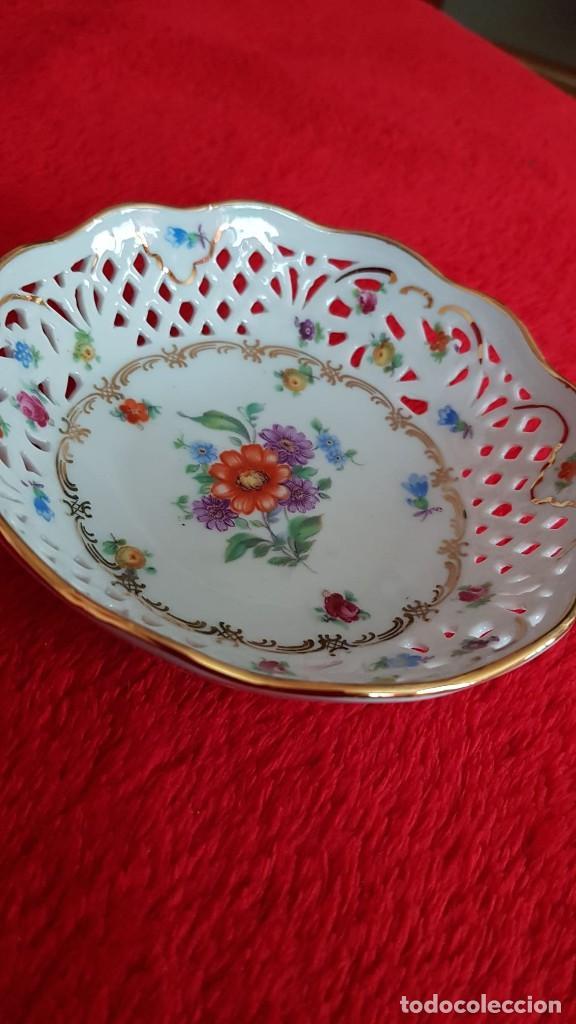 Antigüedades: Plato en porcelana Vintage Alemana Carl Schumann Bavaria calado plato hecho y pintado mano - Foto 4 - 194174367