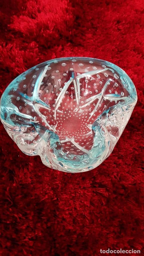 Antigüedades: Magnifico cenicero, cristal Murano hecho e moldeado a mano con un color estupendo y burbujas de aire - Foto 7 - 194174643