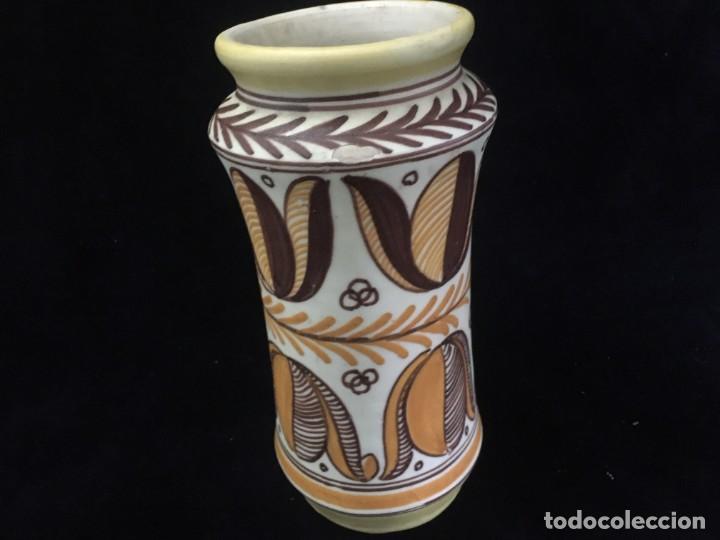 INTERESANTE JARRÓN DE CERÁMICA DE TALAVERA PINTADO A MANO Y NUMERADO (Antigüedades - Porcelanas y Cerámicas - Talavera)