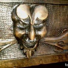 Antigüedades: MESA EN MADERA TALLADA DE NOGAL ESTILO CASTELLANO ( PORTES GRATUITOS). Lote 194186261
