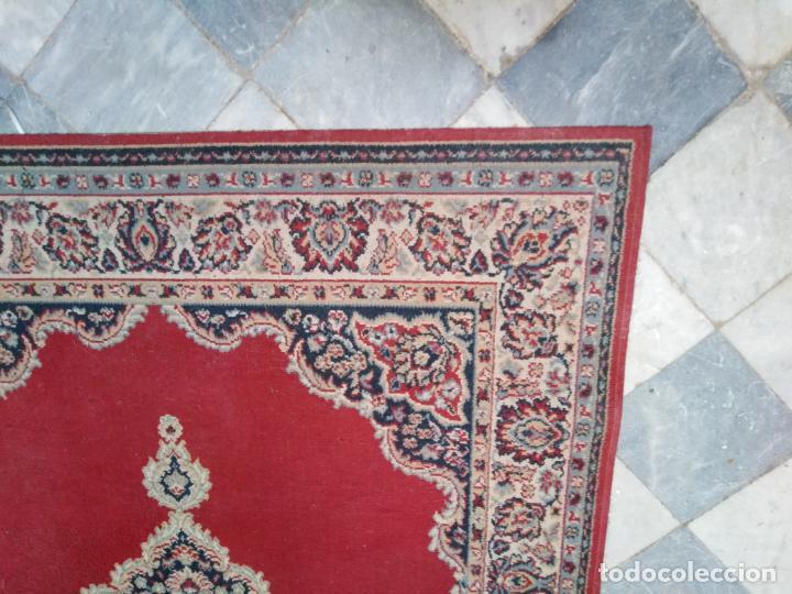 Antigüedades: Gran alfombra 225x150 aprox. besamano virgen capilla semana santa cultos cofradia iglesia - Foto 2 - 194193201