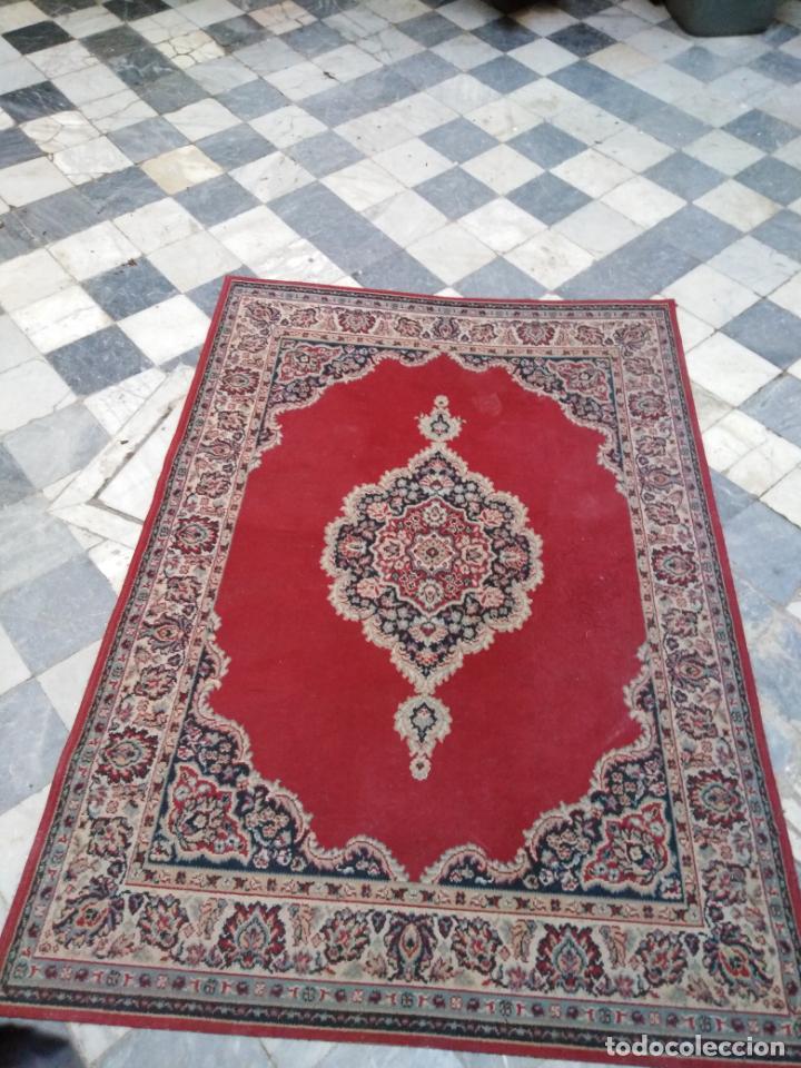 Antigüedades: Gran alfombra 225x150 aprox. besamano virgen capilla semana santa cultos cofradia iglesia - Foto 4 - 194193201